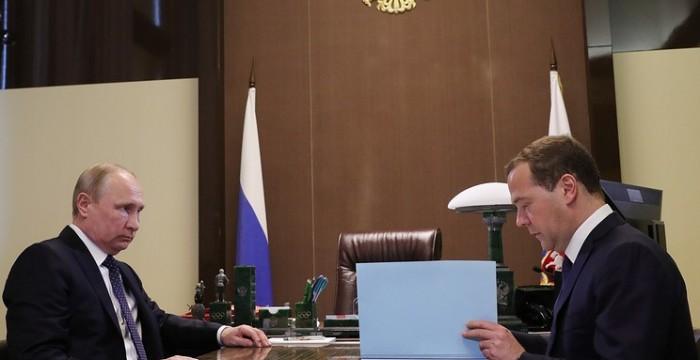 Президент России Владимир Путин подписал указы о назначениях нового состава правительства. Об этом сообщила пресс-служба Кремля.